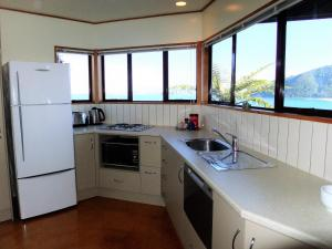 A kitchen or kitchenette at Coastal Heights Accommodation