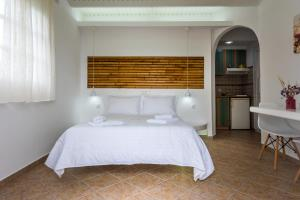A bed or beds in a room at Orizontes Studios