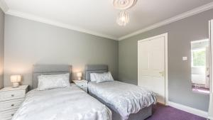 A bed or beds in a room at Ardkeen Holiday Home, Westport Quay