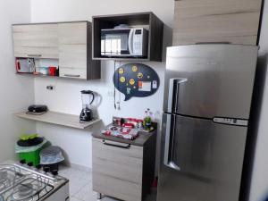 A kitchen or kitchenette at Flat Pé de Mamão