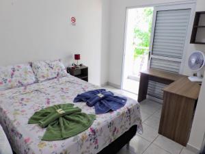 A bed or beds in a room at Flat Pé de Mamão