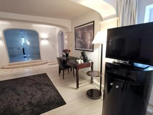 A television and/or entertainment centre at Wellness Appartement