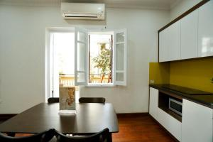 AN Apartmetn WEST LAKE - 2BR, 2WC with PRIVATE Garden, LAKE VIEW Terrace