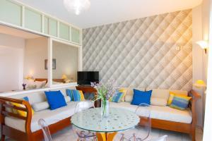 Area soggiorno di Bellevue Suites