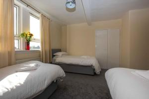 A bed or beds in a room at PREMIER - Paisley Road Apartment