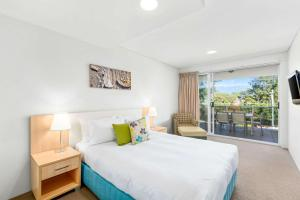 A bed or beds in a room at Quality Suites Pioneer Sands
