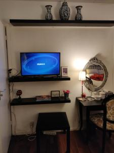 A television and/or entertainment center at Gezellig appartement 1e etage