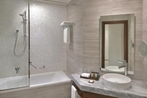 Ванная комната в Mövenpick Hotel Apartments Downtown Dubai
