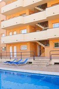 Der Swimmingpool an oder in der Nähe von RVHotels Apartamentos Els Salats