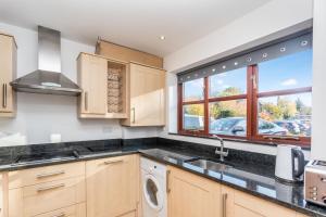 A kitchen or kitchenette at Utopia House