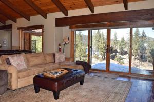 A seating area at Boulder Bay Hillside