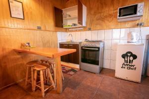 Una cocina o zona de cocina en Cabañas La Posada