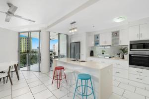 A kitchen or kitchenette at Centrepoint Apartments