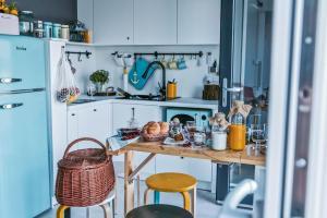 A kitchen or kitchenette at Costa del Kryspi Całoroczny Apartament na Wodzie