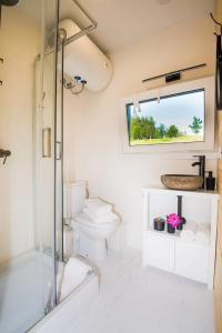 A bathroom at Costa del Kryspi Całoroczny Apartament na Wodzie