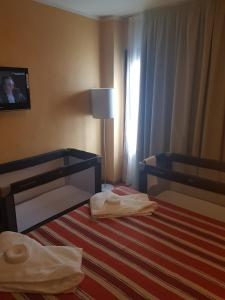 A bed or beds in a room at Apartamentos Parot Quality