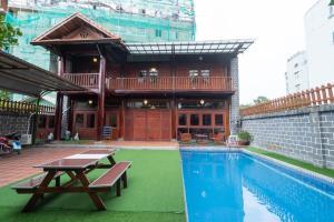 Villa Vintage, 6Bdrs, 4WC, Pool, Karaoke, Big Garden in D2