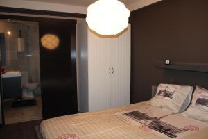 Ein Bett oder Betten in einem Zimmer der Unterkunft Hydro Palace Apartment