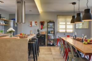 A kitchen or kitchenette at Villa2M