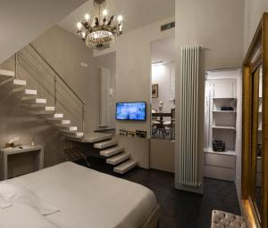 A television and/or entertainment center at Villa Taormina Luxury Rooms and Apartments
