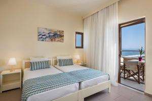 A bed or beds in a room at Indigo Mare