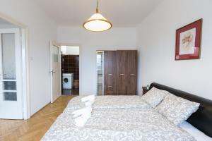 Ein Bett oder Betten in einem Zimmer der Unterkunft Dob Life Apartment