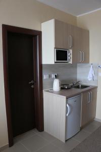 A kitchen or kitchenette at Lucky Kop Apartmani