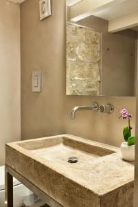 A bathroom at Palazzo Calò
