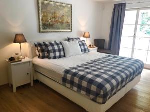 Ein Bett oder Betten in einem Zimmer der Unterkunft Luxurious 190m2 penthouse in main shopping street