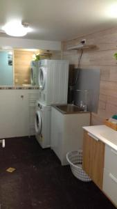 A kitchen or kitchenette at Charlton Apartments