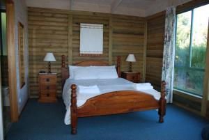 A bed or beds in a room at Shearwater Cottages