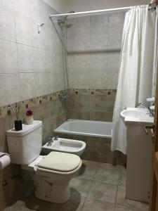 Un baño de Infinito- Dpto pleno centro, un dormitorio con jardin