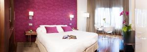 Llit o llits en una habitació de Apartosuites Jardines de Sabatini