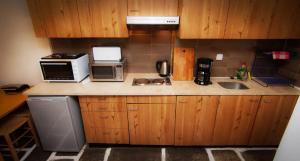 A kitchen or kitchenette at Apollonia Hotel Apartments