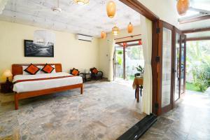 Hidden Beach Siesta Villa