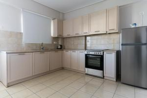 A kitchen or kitchenette at Elise Apartment Airport by Airstay