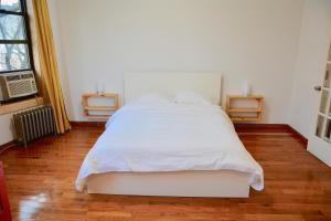 A bed or beds in a room at The Topping Three-Bedroom Apartment
