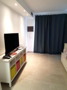 TV a/nebo společenská místnost v ubytování GARDEN 128