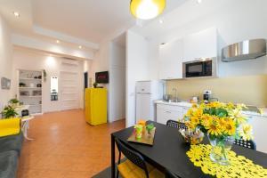Kuchyň nebo kuchyňský kout v ubytování *****AmoRhome***** New Luxury apartment in the heart of Rome