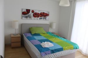 A bed or beds in a room at Residenz Senevita Westside