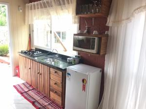 A kitchen or kitchenette at Chale Gramado Lazer e Piscina