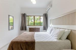 A bed or beds in a room at Apto reformado em Jurerê Tradicional PSD103