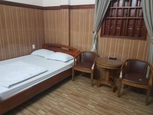 OYO 565 Vi Thao Van 2