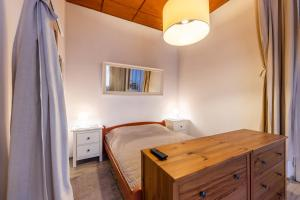 A bed or beds in a room at Victus Apartamenty, Victus Apartament Fiord