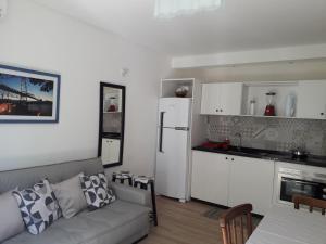 Una cocina o zona de cocina en Ap pe na areia em ingleses - Florianópolis SC