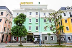 OYO 583 Hoang Long Hotel