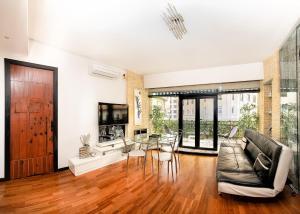 Posedenie v ubytovaní Charming Apartment with Terrace