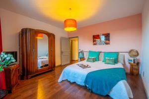 A bed or beds in a room at Villa Starlie by The Pearls Collection