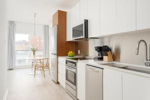 A kitchen or kitchenette at Sonder — Quartier des Spectacles