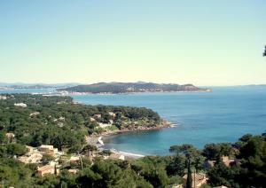Blick auf Villa Fabregas aus der Vogelperspektive